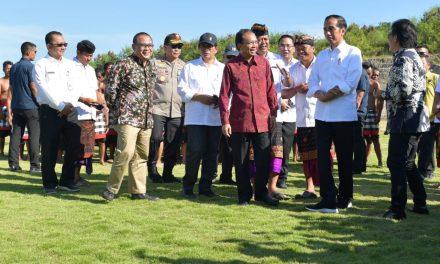 Kemendes PDTT Tinjau Pengembangan Lapangan Sepak Bola Bersama Presiden Joko Widodo