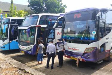 Dishub Provinsi Bengkulu Lakukan Ramp-Check 14 Kendaraan Untuk Calon Jamaah Haji